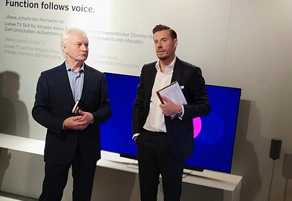 Loewe CEO Mark Hüsges (rechts) mit Pressesprecher Roland Raithel