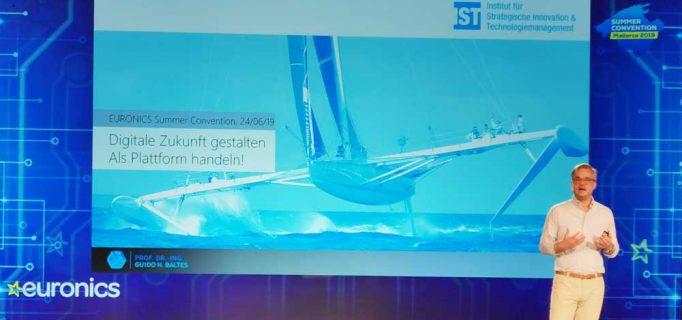 Wie schon auf der Frühjahrsmesse in Leipzig zeigte Professor Guido Baltes den Euronics-Mitgliedern Wege in die digitale Zukunft
