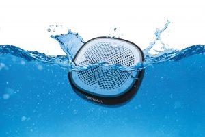 Pure StreamR Splash splashing in water. Foto: Pure