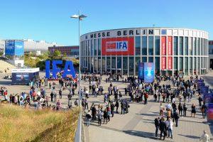 IFA Eingang Süd, Menschen auf dem Messegelände