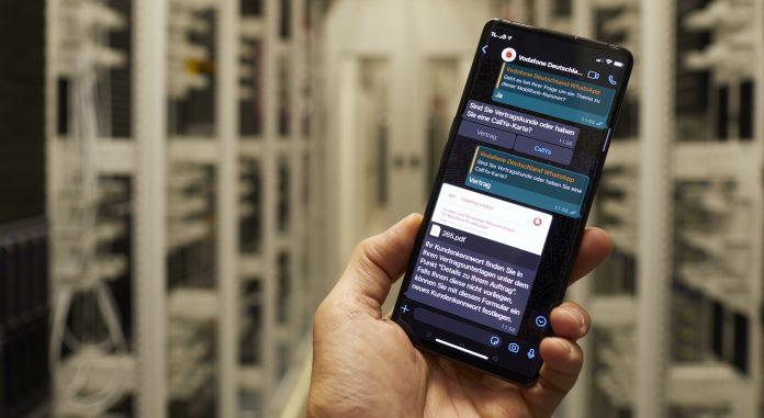 Vodafone-Kundenservice: Chatbot TOBi auf dem Smartphonee