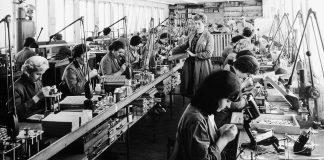 Sennheiser Fertigung vor 75 Jahren. Foto: Sennheiser