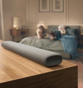 Textildesigner Kvadrat macht die schlanken, dezenten Soundbars der S-Serie mit einer eleganten Premium-Textil-Bespannung zum stilvollen Einrichtungsstück. Foto: Samsung