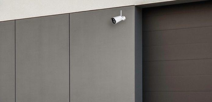 gigaset Outdoor-Kamera an Garagentor