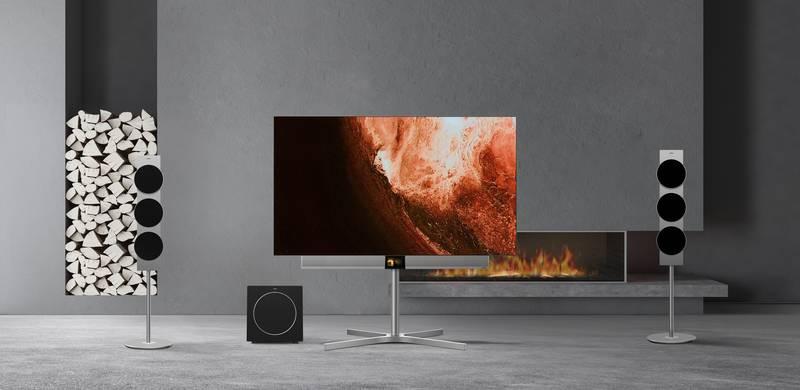 Metz black OLED-TV Sculpture1