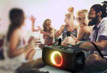 JBL PartyBox On-The-Go: Party mit jungen Leuten