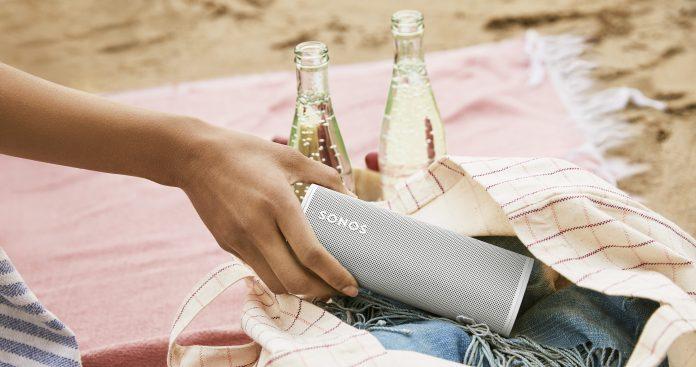 Sonos Roam, portabler Speaker am Strand