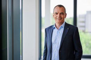 expert-Vorstandsvorsitzender Dr Stefan Müller