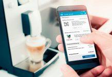 hepster Versicherung - Smartphone mit Kaffeemaschine