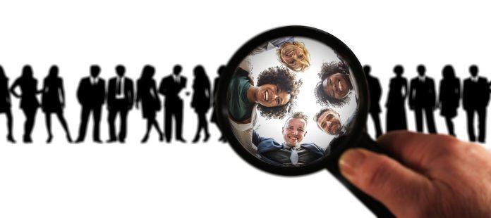 Kundenanalyse - mit der Lupe Menschen vergrößern