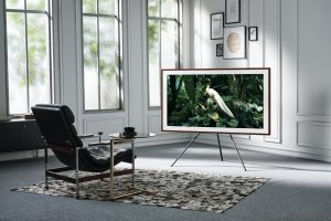 Samsung Lifestyle-TV The Frame auf Ständer