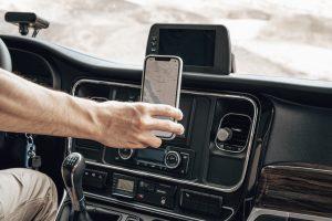 Smartphone-Halterung im Auto von PowerVision