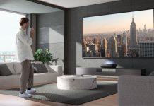 Hisense Laser TV L9G - Mann im Hipster-Appartment